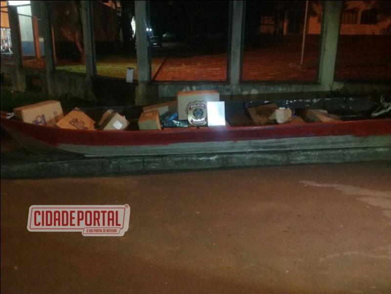 Policiais do pelotão de ações aquáticas do BPFron e policiais Federais do NEPOM apreenderam uma embarcação com diversos produto