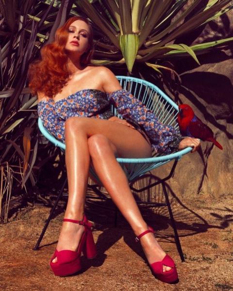 Marina Ruy Barbosa dá show de pernas em fotos de campanha