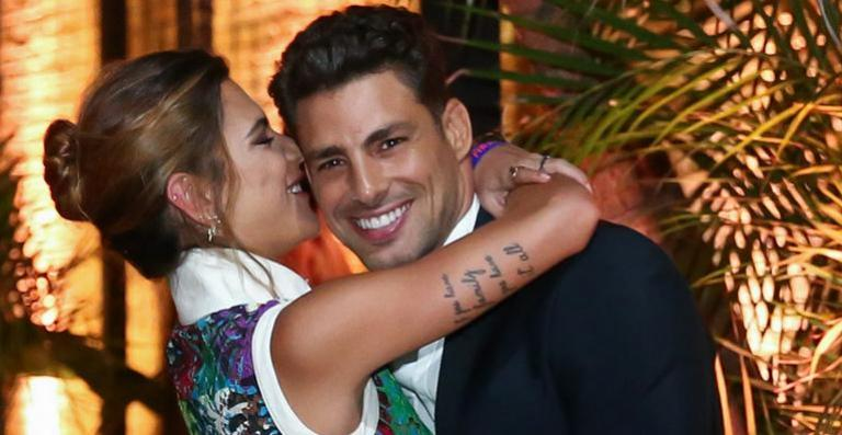 Namorada do ator Cauã Reymond desabafa após críticas: Tô feliz assim