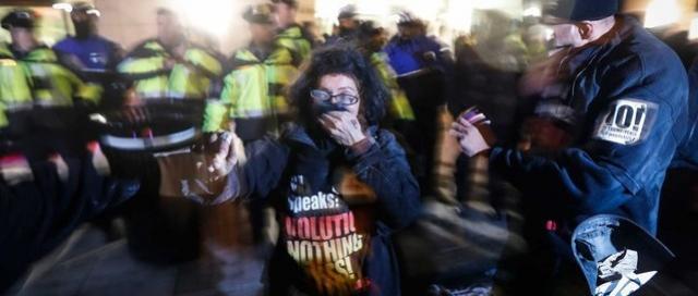 Protesto contra Trump termina em confusão em Washington