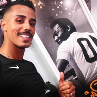 Estrela do funk, MC Livinho jogará futebol 7 por clube paulista