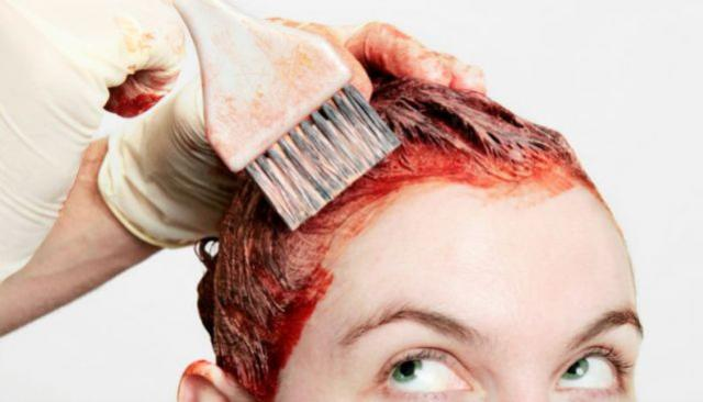 Se você pinta o cabelo deve saber que 6 hábitos fazem a cor durar muito menos