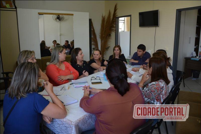 Em reunião com Diretores Escolares, Prefeito Rafael Bolacha visa melhorias na Educação no 2º semestre