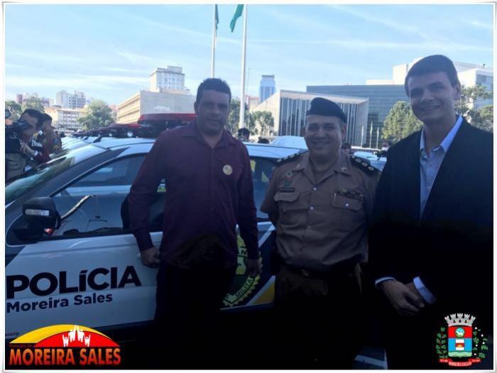 Em primeira viagem à Curitiba, prefeito Rafael Bolacha recebe viatura 0Km