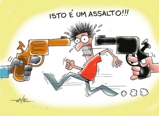 Quatro bandidos encapuzados e armados levam dois veículos e pertences pessoais em área rural de Moreira Sales