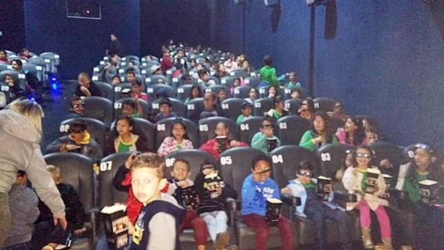 Alunos da rede municipal de Campo Mourão fazem visita ao cinema