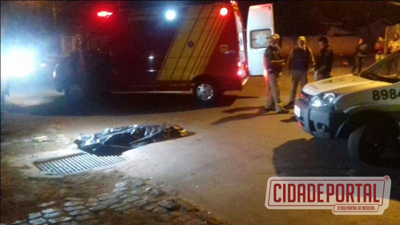Um homicídio foi registrado pela Polícia Militar de Campo Mourão na noite deste domingo, 16