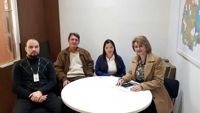 Prefeita de Farol recebe informação sobre andamento de processo de licitação para regularização de terrenos