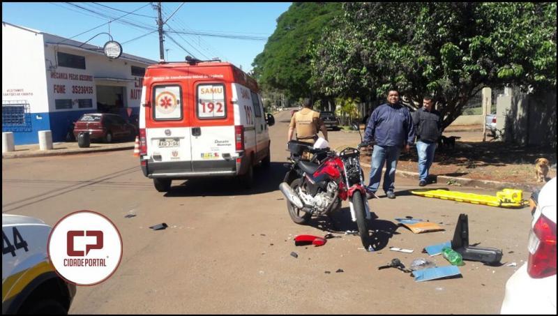 Grave acidente deixa motoqueiro e passageiro de veículo feridos na Rua Santa Catarina Campo Mourão
