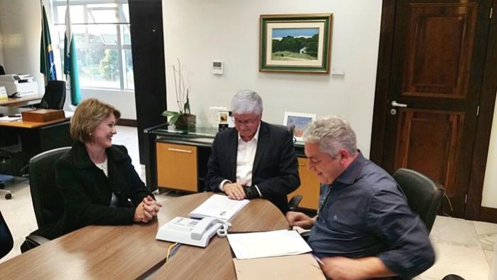 Prefeita Angela Kraus de Farol visita Casa Civil em busca recursos