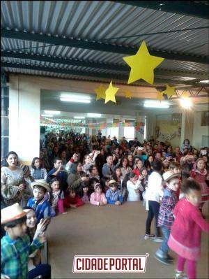 Escola Municipal São Francisco de Assis realizou a Festa do Cachorro-Quente em Umuarama