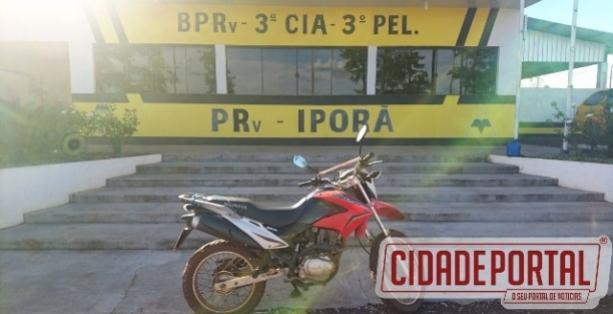 Agentes da Policia Rodoviária de Iporã recuperam moto na tarde desta terça-feira, 07