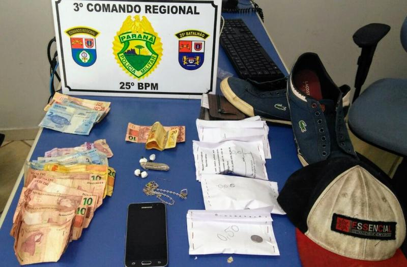 Várias pessoas são presas em flagrante por furto e tráfico de entorpecentes na Praça da Bíblia em Umuarama