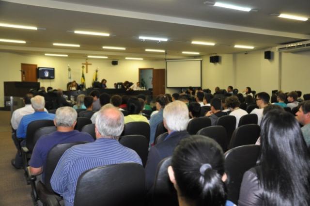 Sessões ordinárias são retomadas, com  muitas indicações e diversos requerimentos