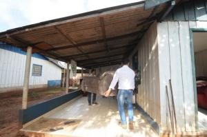 Assistência Social entrega mais colchõese sofás para atingidos pelas chuvas em Umuarama