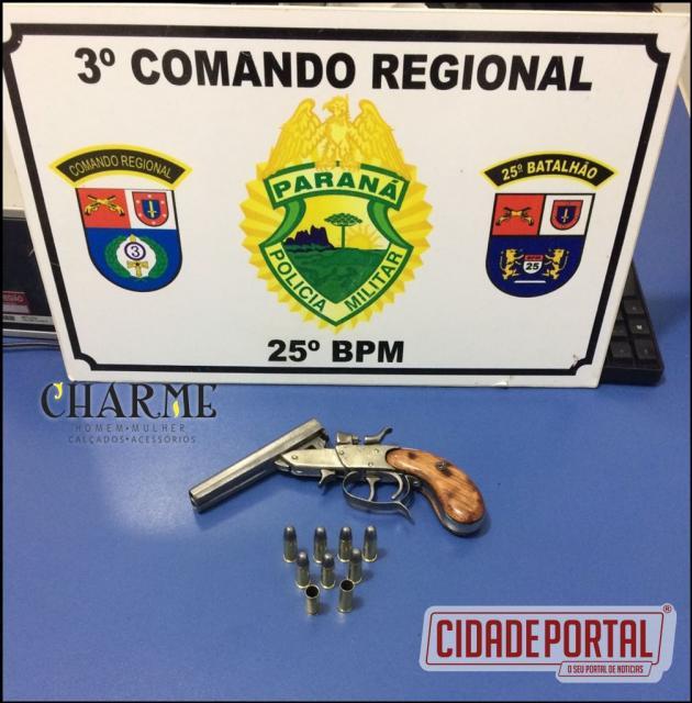 Policiais Militares da equipe ROCAM prende uma pessoa com arma de fogo em Umuarama
