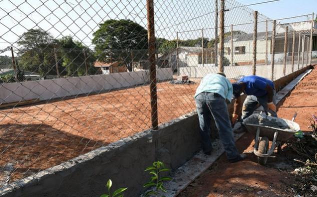 Prefeitura revitaliza quadra de esportes do Parque D. Pedro