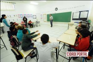 Atividade escolar leva orientações a alunos sobre o meio ambiente e a coleta seletiva em Umuarama