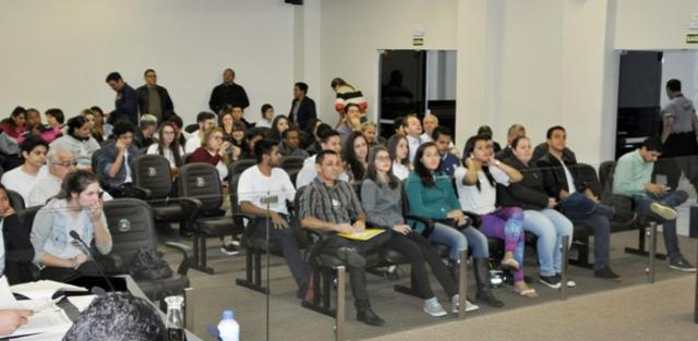 Dez projetos em pauta e explanação da comunidade marcaram a sessão de segunda