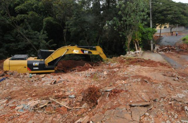 Construção de ponte no Petrópolis bloqueia o trânsito