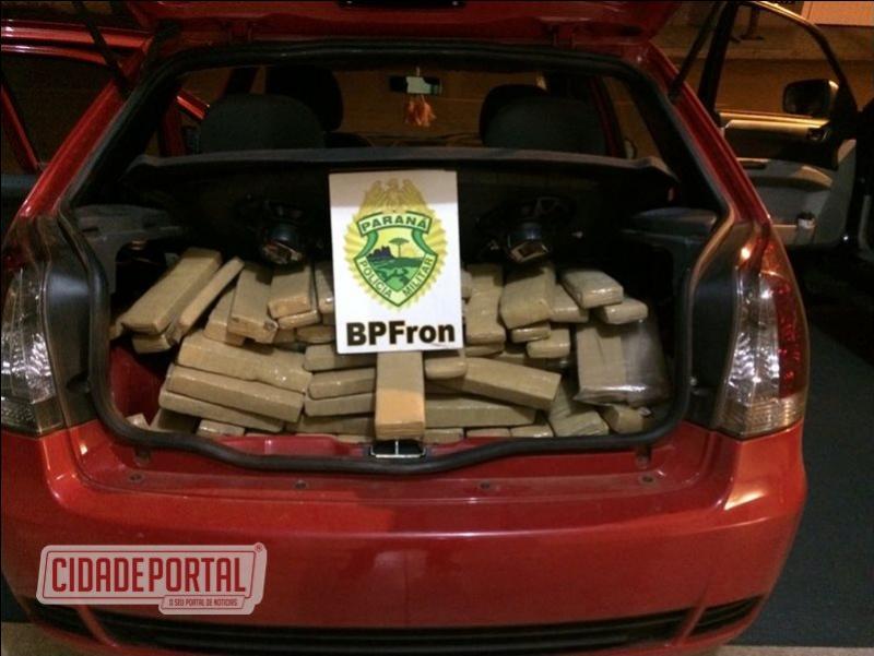 BPFRON apreende um Fiat-Palio com aproximadamente 195 kg de maconha no porta malas