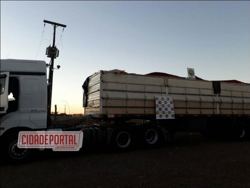 BPFRON apreende carreta com mais de 800 caixas de cigarros contrabandeados e prende condutor