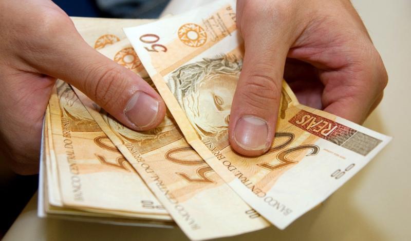 Primeira parcela do 13º do funcionalismo injeta mais de R$ 4 milhões na economia