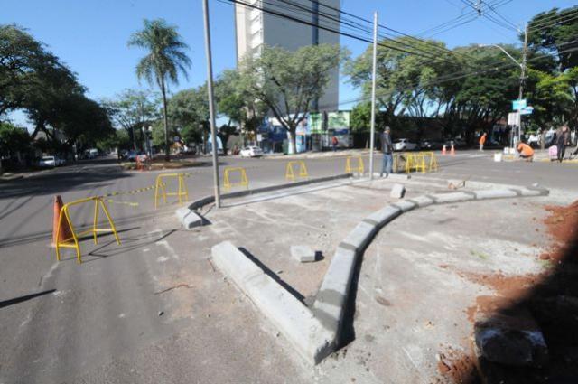 Prefeitura realiza adequações em canteiro da Castelo Branco em Umuarama