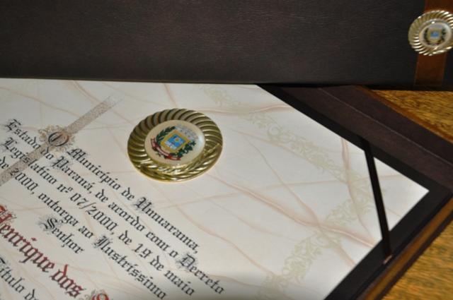 Enio Soares dos Santos e Odelio Henrique dos  Santos recebem o Título de Cidadão Honorário