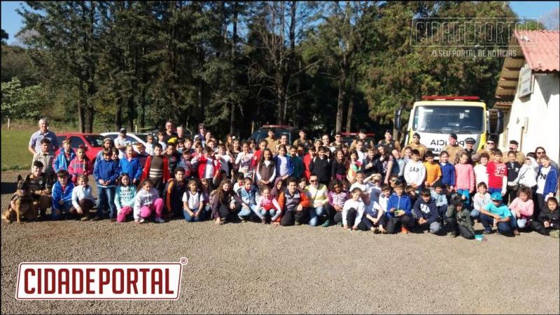 3ª CIA DO BPFRON recepciona crianças de diversas escolas da região sudoeste