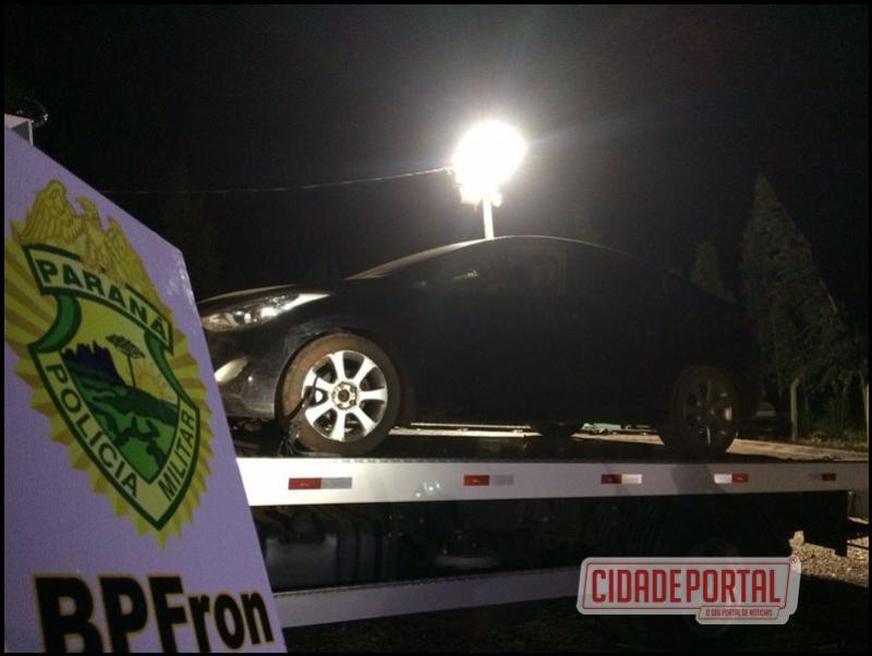 Policiais do BPFron recuperaram um automóvel carregado com cigarros