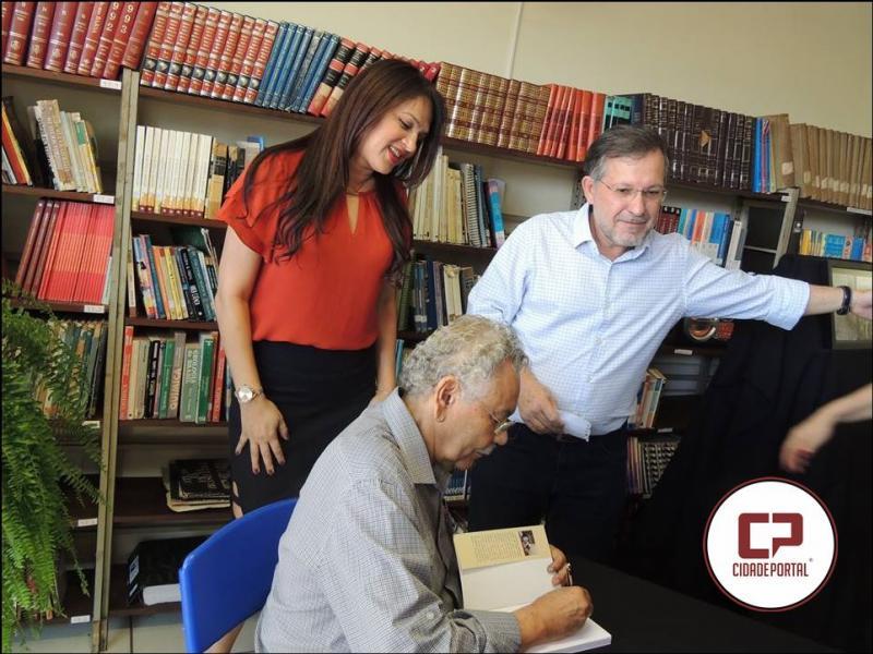 Sena realiza mais uma edição do seu projeto Um Pé de Livros em Campo Mourão