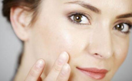 6 atitudes que ajudam a deixar sua pele livre de manchas