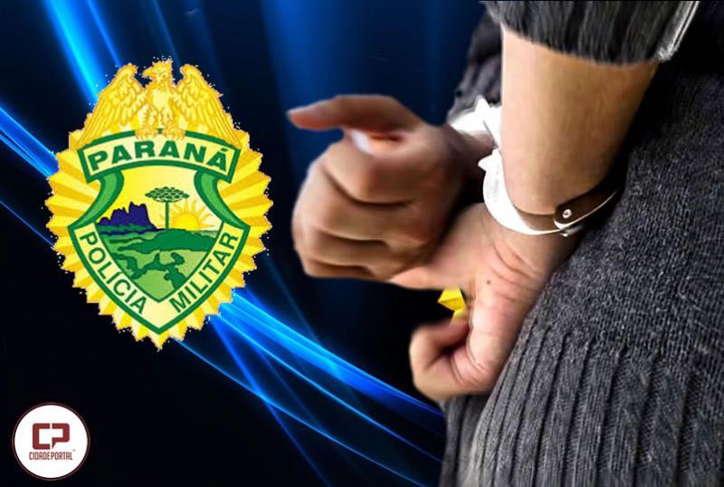 Após ser quase enforcada pelo ex-convivente, mulher é presa ao acionar a Polícia Militar porque tinha mandado de prisão