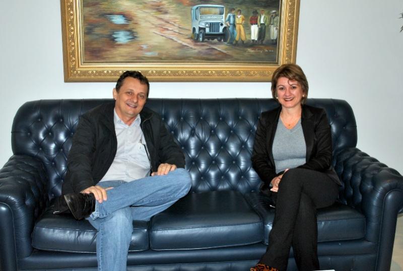 Pedro Coelho e Presidente da Comcam Angela Kraus debatem fortalecimento da Comcam