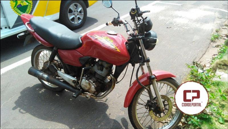 Polícia Militar da equipe da RPA de Umuarama recupera uma motocicleta roubada