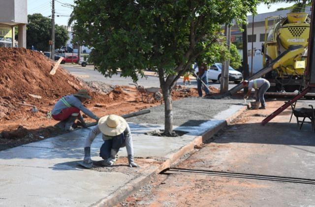 Parigot de Souza ganha calçadas no entorno do Poliesportivo