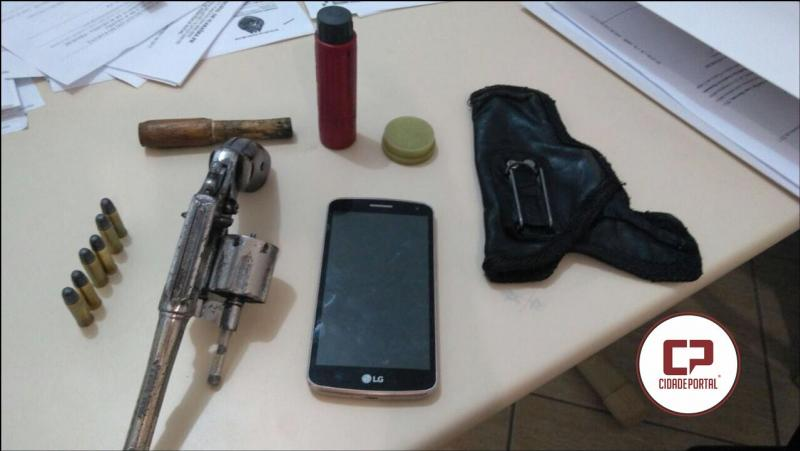 Equipes da Polícia Militar prende uma pessoa por porte ilegal de arma de fogo em Ícaraima