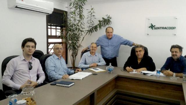 Sindicato dos trabalhadores assina Acordo Coletivo com as cooperativas