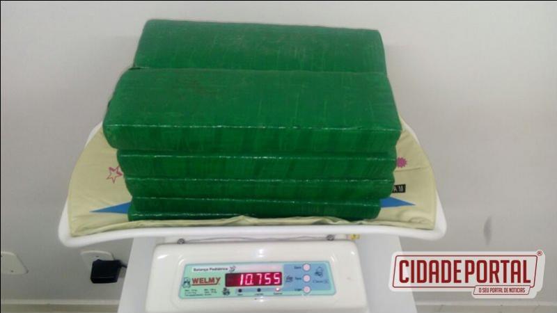 Policiais do BPFRON prenderam uma mulher com mais de 10 kg de maconha em ônibus próximo a cidade de Realeza