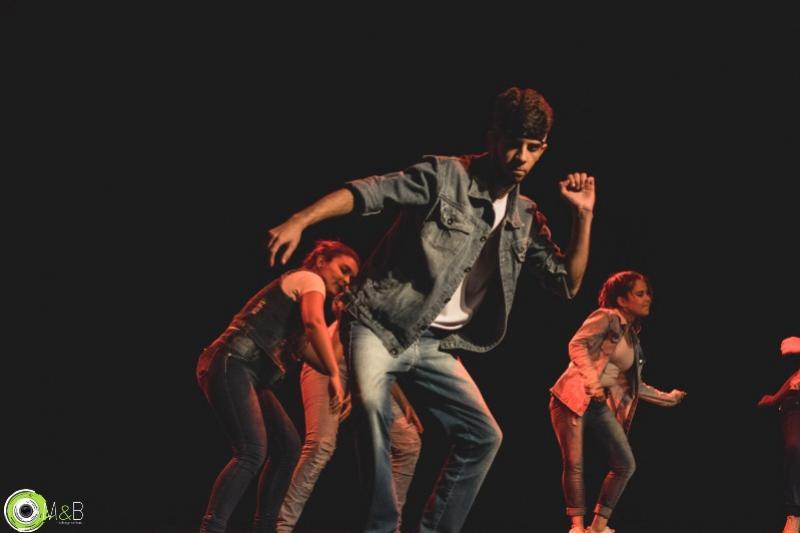 Grupo de dança da casa da cultura participa mostra em Umuarama