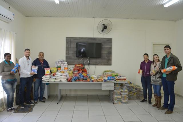 Asilo recebe 880 kg de alimentos arrecadados na Expo Sales 2017