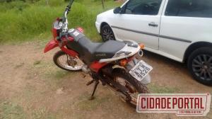 Policiais Militares do serviço reservado de Goioerê recuperam carro e moto neste sábado, 04