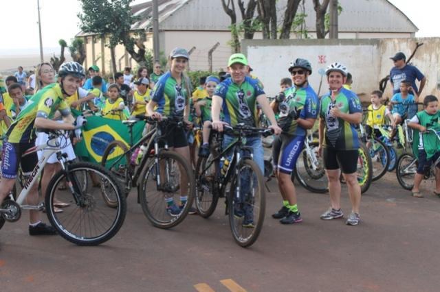Passeio ciclístico marcou comemoração de 7 de Setembro em Quarto Centenário