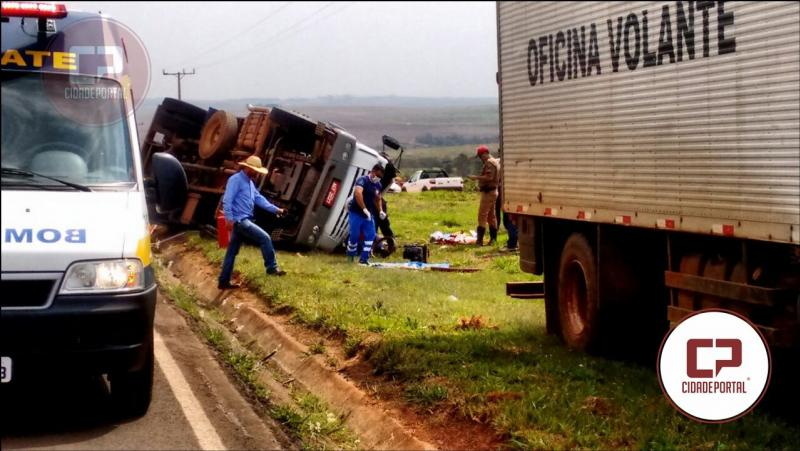 Motorista fica ferido em acidente com caminhão de leite