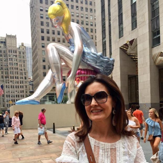 De férias, Fátima Bernardes curte viagem com filhas e amigos em NY