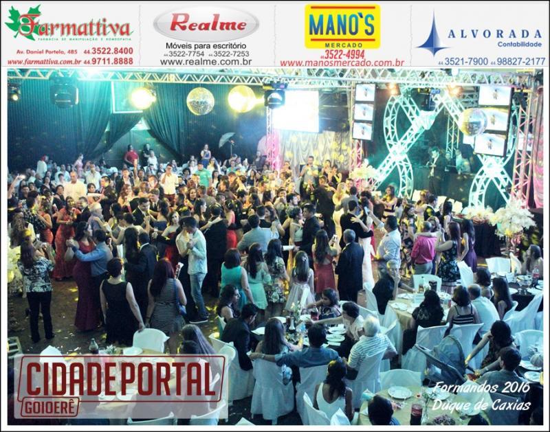 Baile de formatura dos alunos do Colégio Duque de Caxias aconteceu nesta sexta-feira, 16