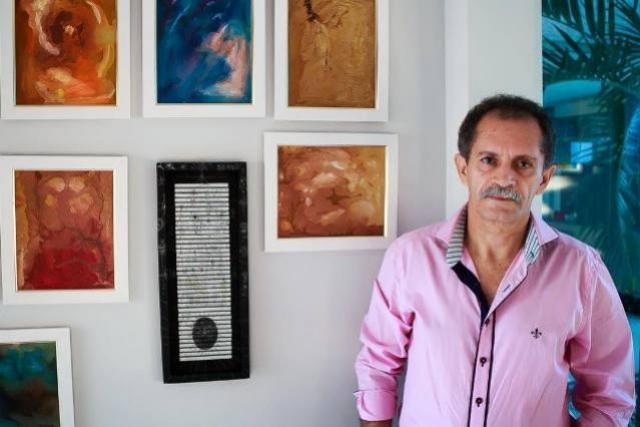 Biblioteca do CRG recebe exposição de quadros do artista plástico Coronel Davi Faustino