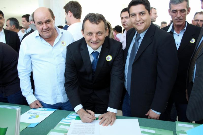 Pedro Coelho confirma em Curitiba novas conquistas para Goioerê, quase 900 mil reais