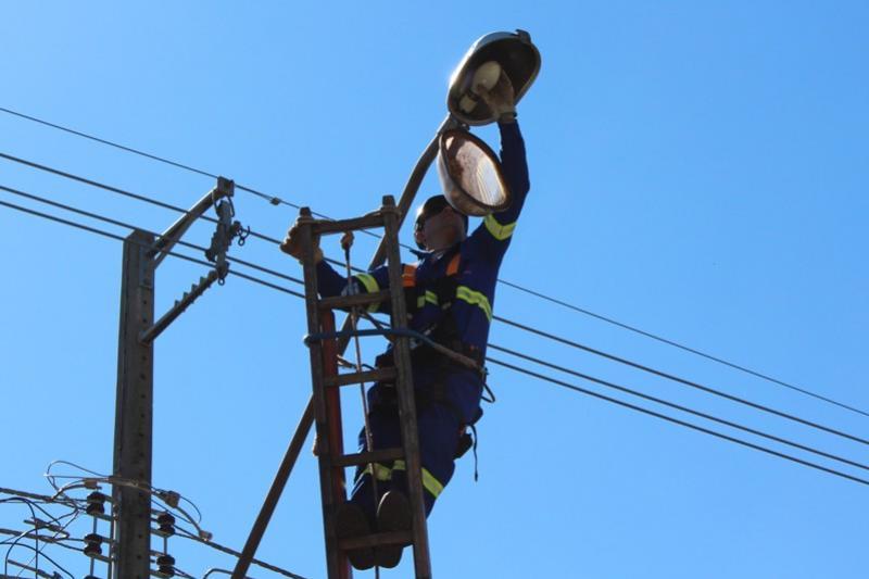 Prefeitura realiza a manutenção da Iluminação Pública e pede para que a população informe os pontos com problema